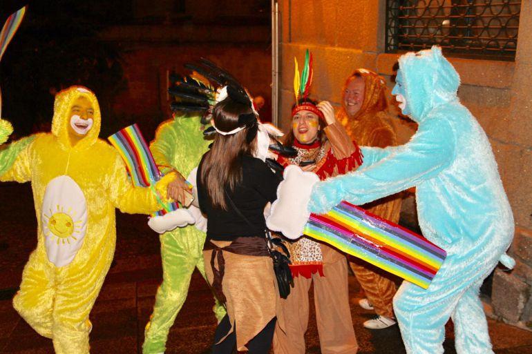 La noche del sábado las calles de la ciudad se llenaron de color y alegría.