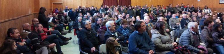 Vecinos asistentes a la reunión informativa celebrada el 10 de febrero