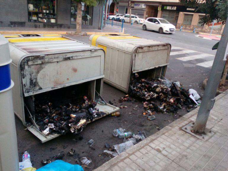Contenedores quemados en Novelda
