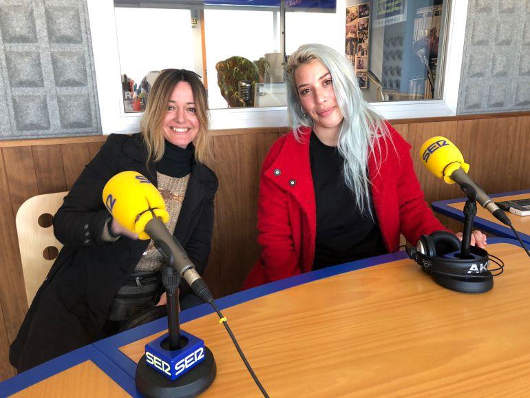 Dos de las integrantes de Windrose, en los estudios de Radio Ibiza SER