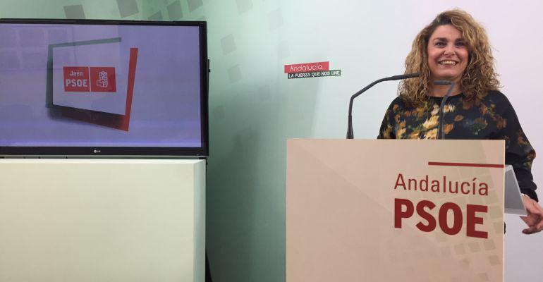 La edil socialista jiennense, Matilde Cruz, desmiente las afirmaciones del alcalde de la ciudad sobre la ubicación, en el PGOU, de la estación intermodal.
