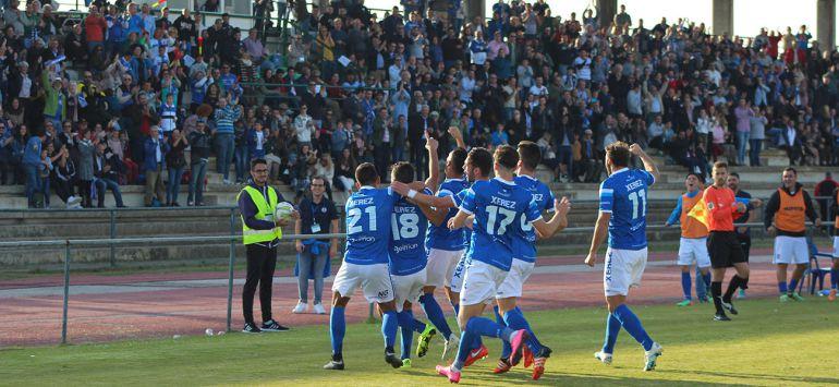 Imagen de un partido esta temporada en el Navarro Flores