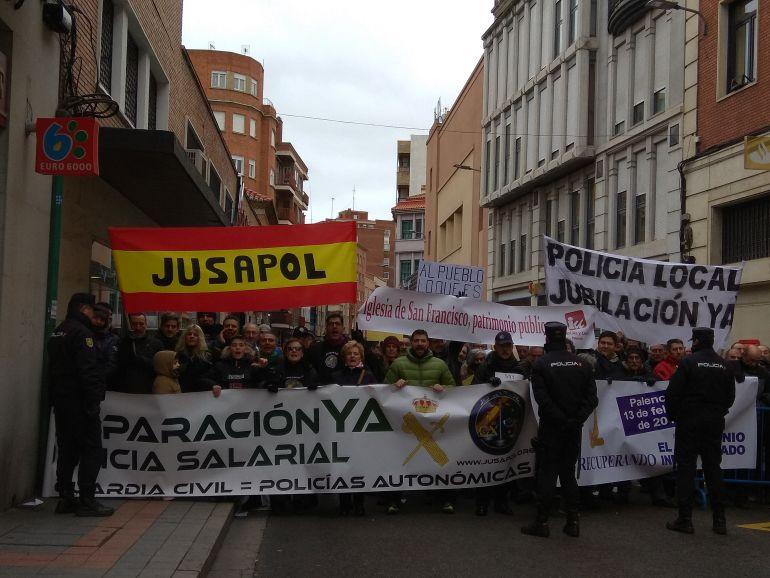 Jusapol aprovecha la visita de Rajoy para reivindicar la equiparación salarial de la Policía