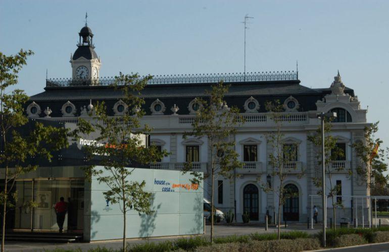 Imagen del edificio del reloj del Puerto de Valencia