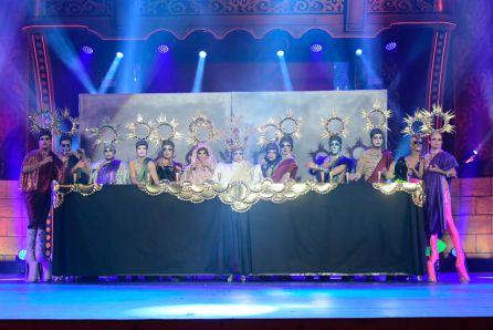 Drag Sethlas representando 'La última cena'