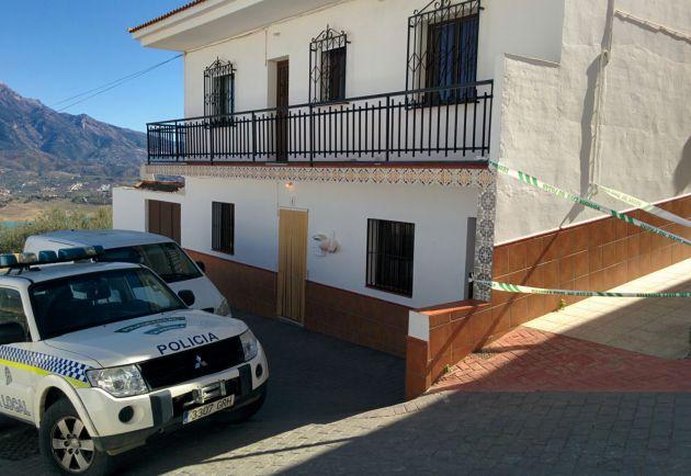 La vivienda de la víctima en la localidad malagueña de La Viñuela