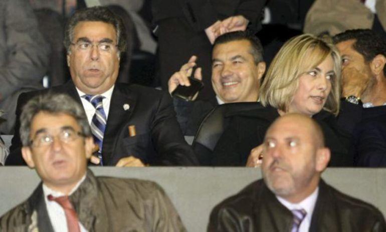 El empresario Enrique Ortiz y la exalcaldesa Sonia Castedo en el palco del Estadio Rico Pérez