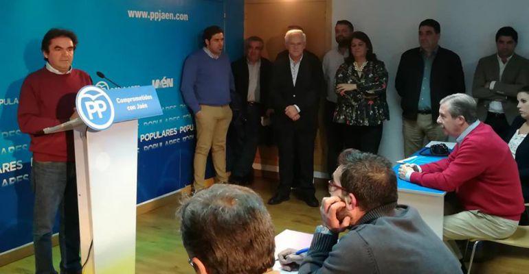 Miguel Moreno se dirige a los medios de comunicación y a compañeros del Partido Popular en la sede de la formación en Jaén.