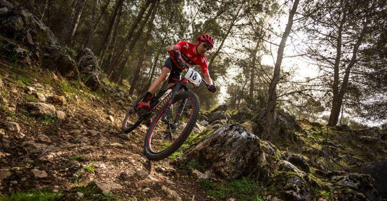 El ciclista jiennense Triki Beltrán durante una etapa de una edición anterior de la Andalucía Bike Race.