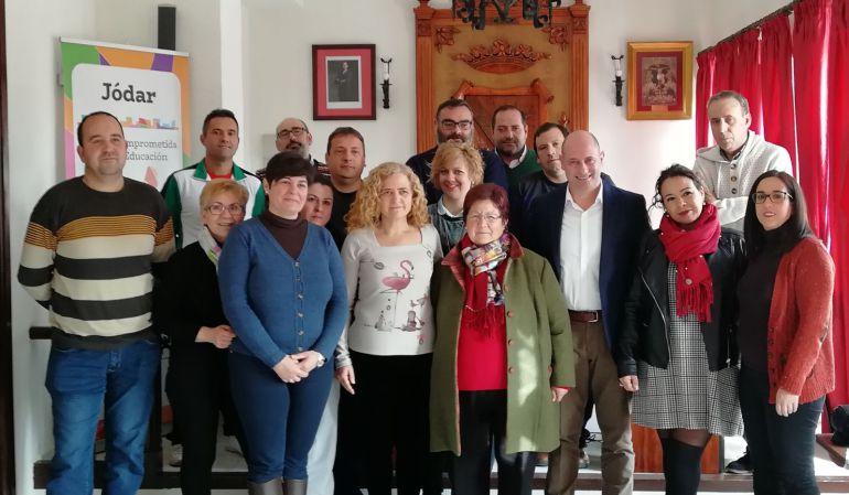 Foto de familia, familiares de Francisco Herrera Triguero y miembros de la corporación