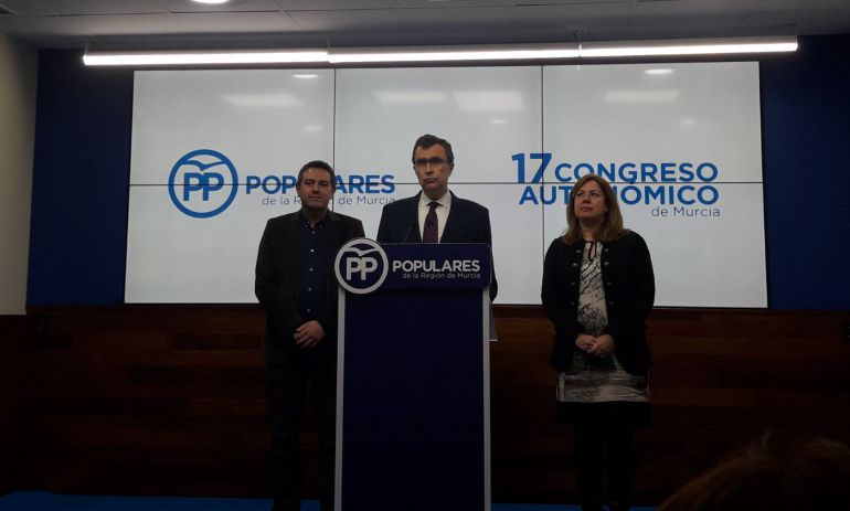 De izquierda a derecha: Joaquín Buendía, alcalde de Alcantarilla, José Ballesta, alcalde de Murcia y presidente del Congreso, y María Visitación Martínez, alcaldesa San Pedro del Pinatar