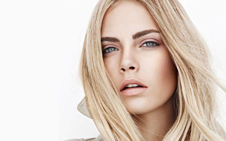 La modelo británica Cara Delevinge, protagoniza la campaña primavera -verano de 2018 de a firma con un anuncio rodado en Tabernas.