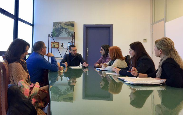 Reunión entre Juan Franco, alcalde de La Línea y los sindicatos de sanidad