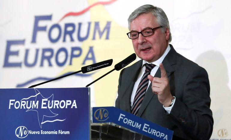 El eurodiputado socialista José Blanco, durante su intervención en el desayuno informativo del Fórum Europa en el que ha sido presentado por la presidenta del PSOE, Cristina Narbona.