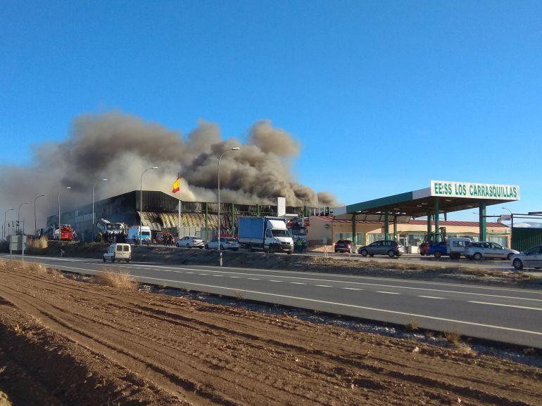 Incendio en el polígono industrial de Caniles