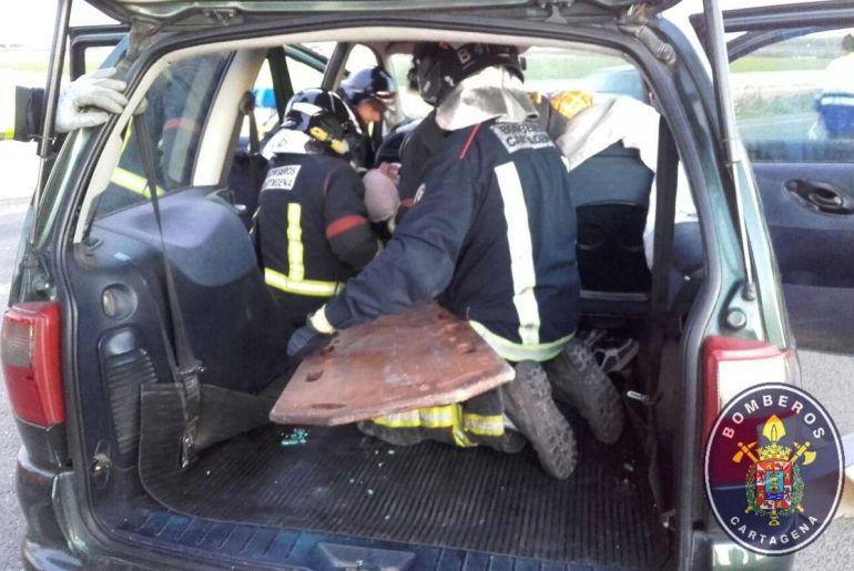 Dos heridos en un accidente de tráfico en la carretera Miranda-El Albujón