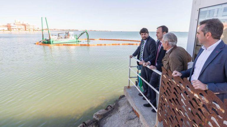 Comienzan los ensayos para la extracción de lodos y sedimentos en el Mar Menor