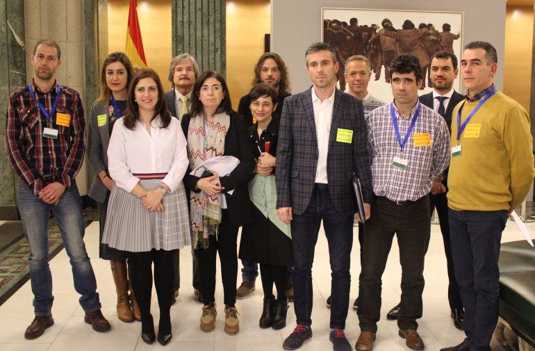 Reunión en el Congreso de miembros del Comité de Empresa de Gamesa Miranda y diputados del PP, PSOE, Unidos Podemos y Ciudadanos