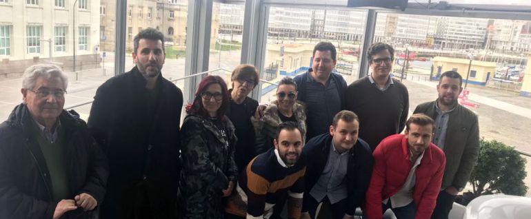 La Asociación de Hosteleros de la Marina con el concejal de empleo, Alberto Lema