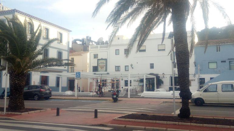 Algunos restaurantes ya han comenzado los trabajos de adecuación de los cerramientos de sus terrazas en la zona portuaria de Dénia.