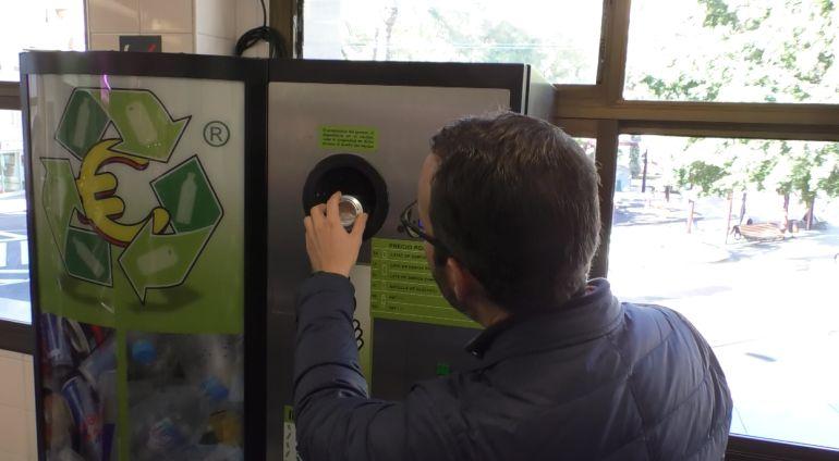 Máquina de reciclaje con incentivos
