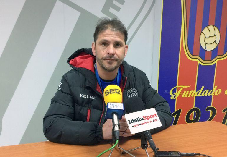 Miguel Ángel Mullor, entrenador del Eldense, confía en encadenar la tercera victoria consecutiva