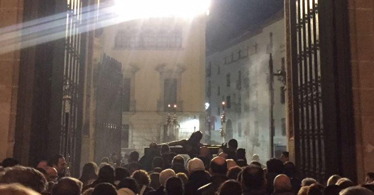 Entrada del Cristo de la Clemencia en la Catedral de Jaén.