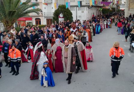 Momento en el que la 'Comitiva de la Embajada' llega a la Plaza de España