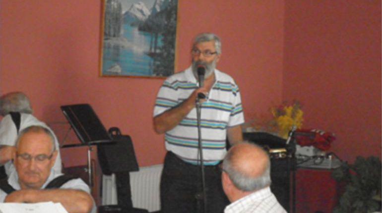 El párroco Luís Patiño pide la expulsión de la Iglesia de Rajoy y Feijóo