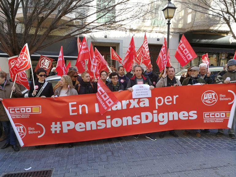 """CCOO y UGT se concentran en Palma por unas """"pensiones dignas"""""""
