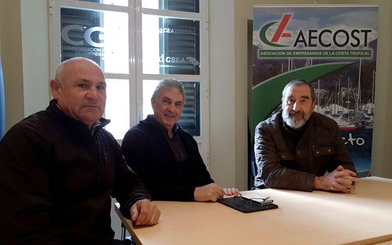 """El presidente de la asociación de empresarios (AECOST), Luis Martín se reúne con representantes de la Asociación """"Agua para el Campo"""" de Almuñécar"""