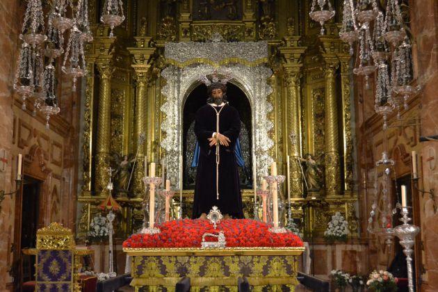 El Señor de La Sentencia de la Hermandad de La Macarena dispuesto sobre sus andas para el vía crucis de este viernes