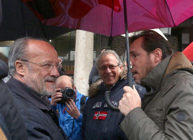 Javier León y Óscar Puente, junto a Martínez Bermejo, en una de las escasas coincidencias de la actual legislatura