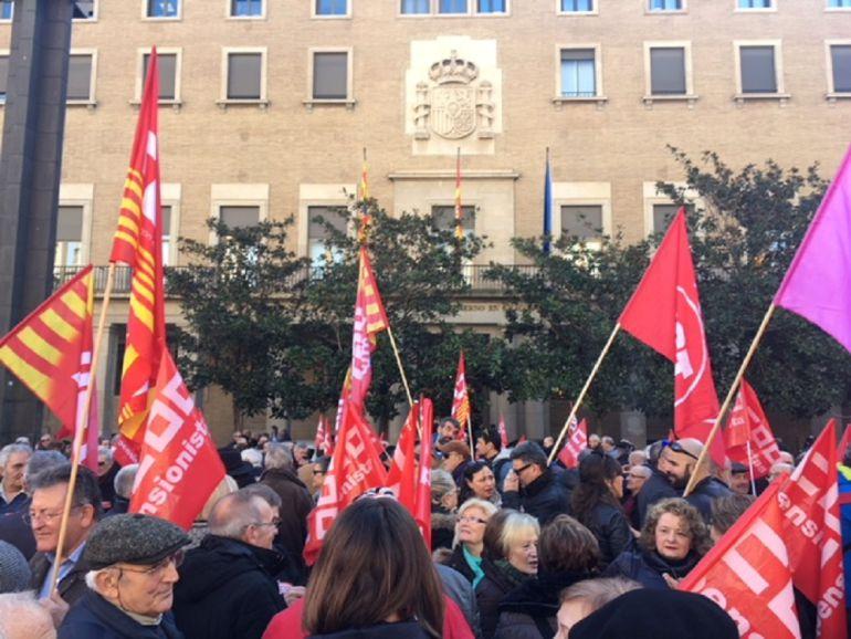 Concentración de los pensionistas frente a la Delegación de Gobierno en Aragón