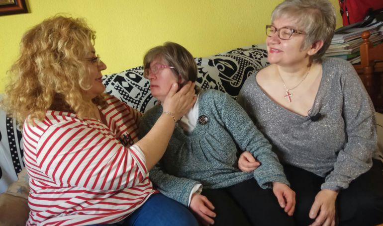Ascensión, Julia e Irene Leal. Las tres hermanas de izquierda a derecha.