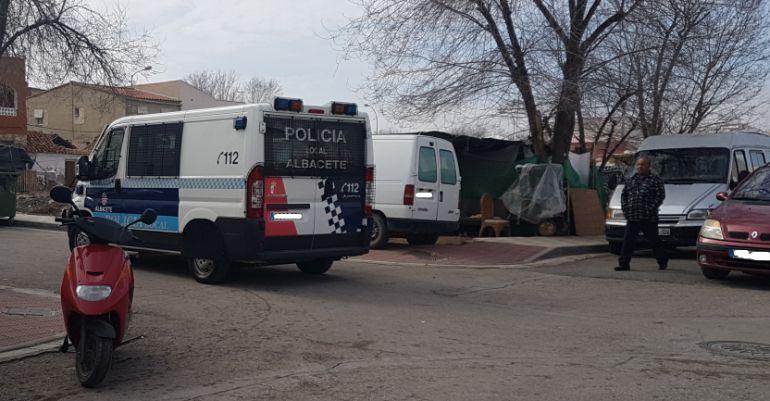 La Policía Local se ha llevado algunos de los enseres de la familia