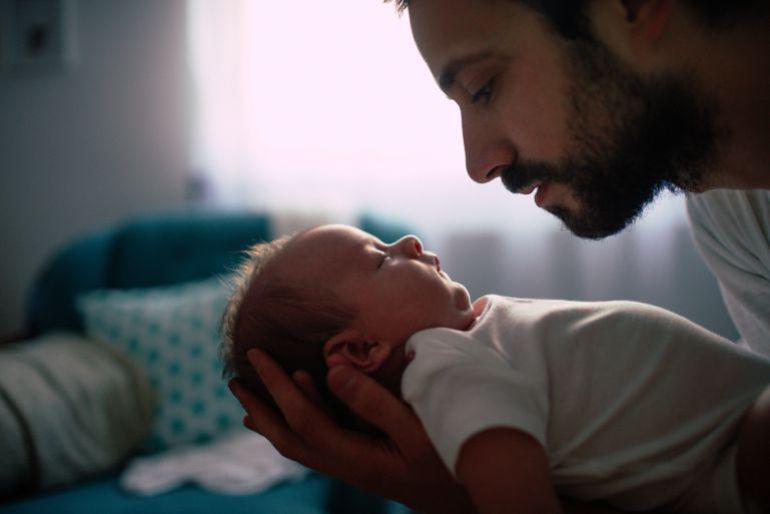 El Gobierno vasco igualará los permisos de paternidad y maternidad