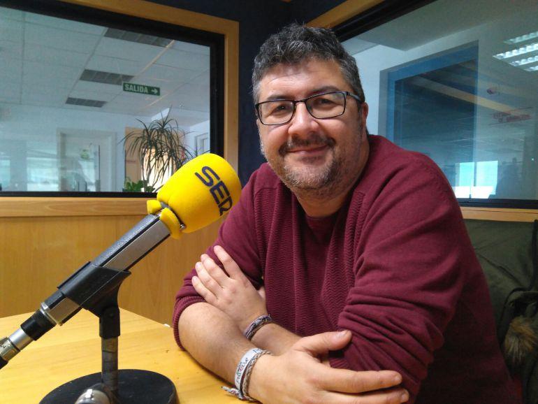 Vera Luque en los estudios de Radio Cádiz
