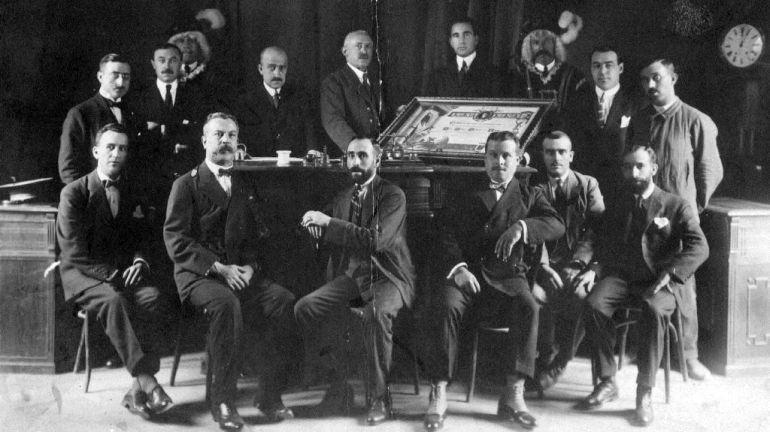 Entrega del pergamino de Hijo Adoptivo de Cuenca al doctor Jesús Galíndez en 1921.