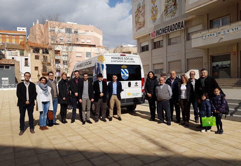 El Ayuntamiento adquiere una nueva furgoneta para transporte social