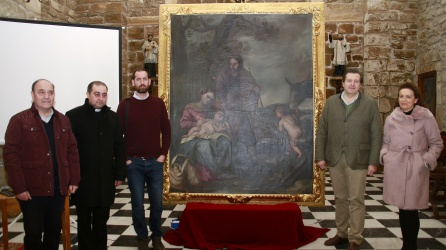 Ramón Rubiales, Andrés Nájera, Antonio Custodio, Luis Jesús García-Lomas y Pilar Rodrigo junto al cuadro recuperado durante la presentación.