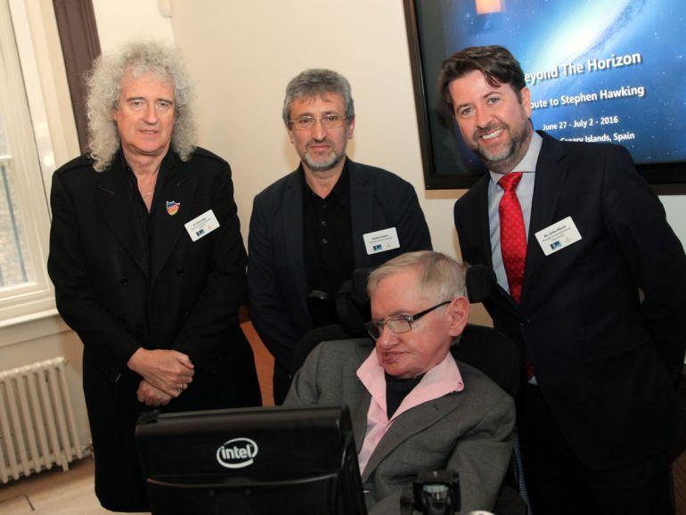 El presidente del Cabildo de Tenerife, Carlos Alonso, junto a Garik Israelian, Brian May y Stephen Hawking en 2016.