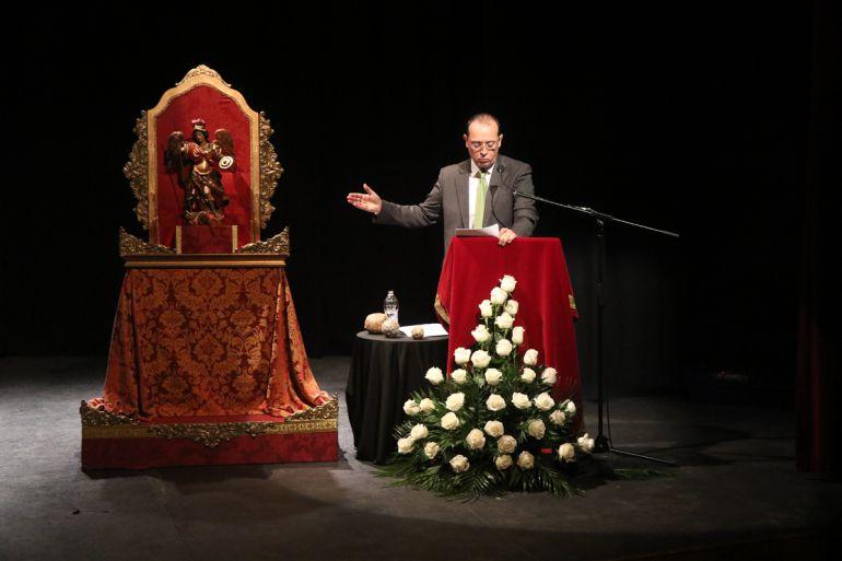 El pregonero del Zaidín, Fernando Egea, durante su exaltación de la Semana Santa del barrio