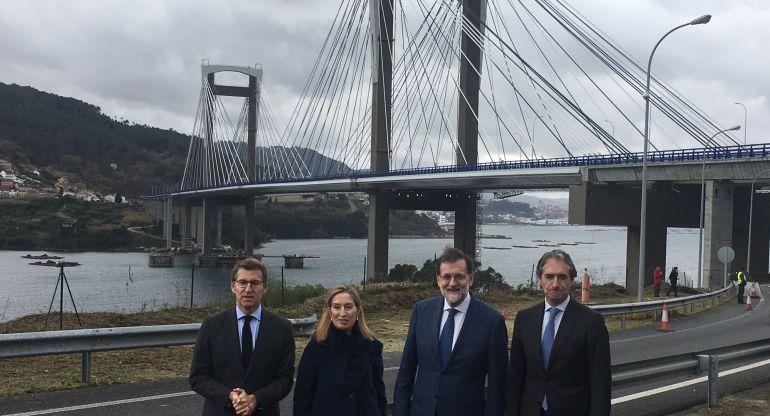 Alberto Núñez Feijóo, Ana Pastor, Mariano Rajoy e Íñigo de la Serna en la inauguración de los nuevos carriles del puente de Rande.
