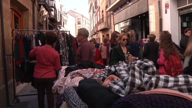 Clientes en una de las calles comerciales de Úbeda, durante anteriores ediciones del Día del Stock
