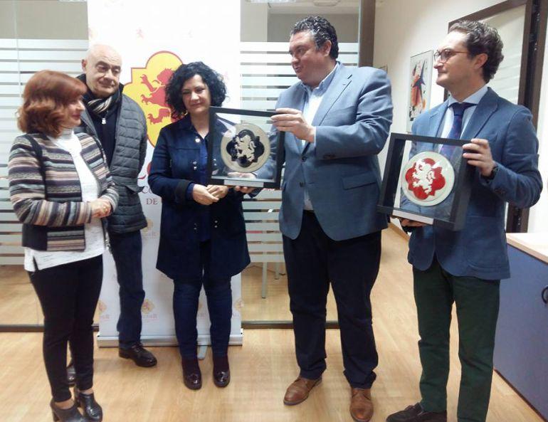 Toni Olivares, Maripaz del Moral y Bartolomé González, junto a José Luis Madueño y Jesús Casas, en la presentación