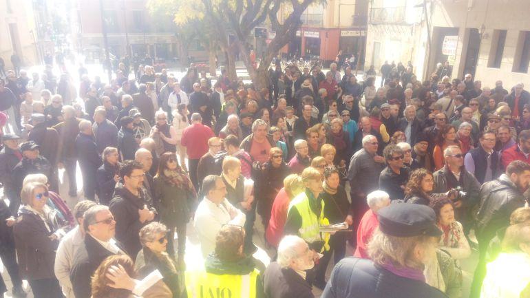 Concentración convocada por los iai@flautas de la Marina Alta, el pasado 22 de febrero, en la plaza de la Constitución de Dénia.