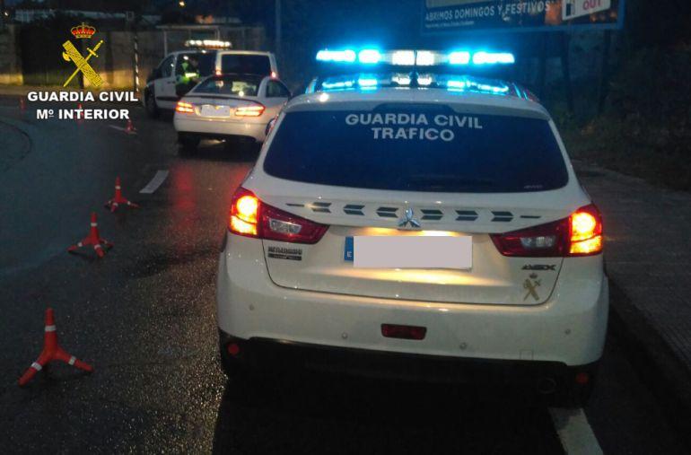 Uno de los controles de la Guardia Civil puesto en marcha con motivo de la Festa da Arribada de Baiona