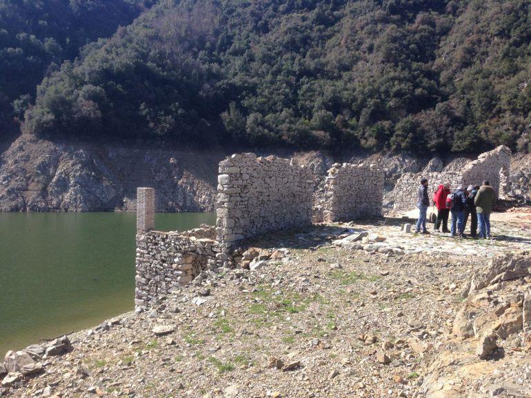 Mossos i geòlegs inspeccionen la platgeta freqüentada per Jordi Magentí.