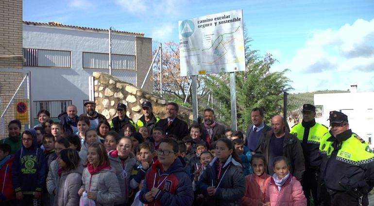 Los alumnos del CEIP San Isicio de Cazorla participan en la experiencia de caminos escolares seguros
